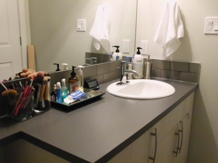 Making a Home: Affordable Small BathroomOrganization