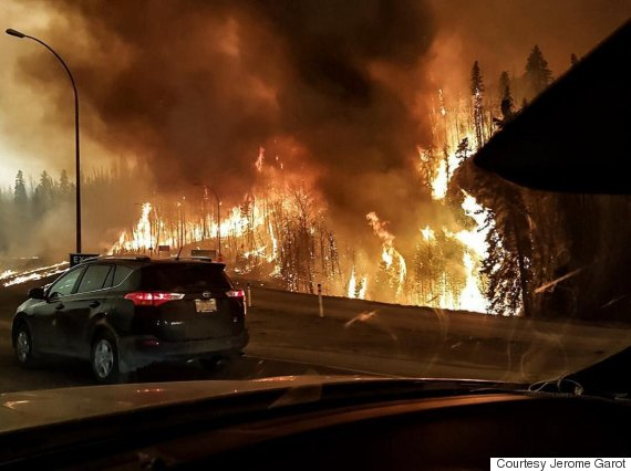 o-FORT-MCMURRAY-WILDFIRE-570