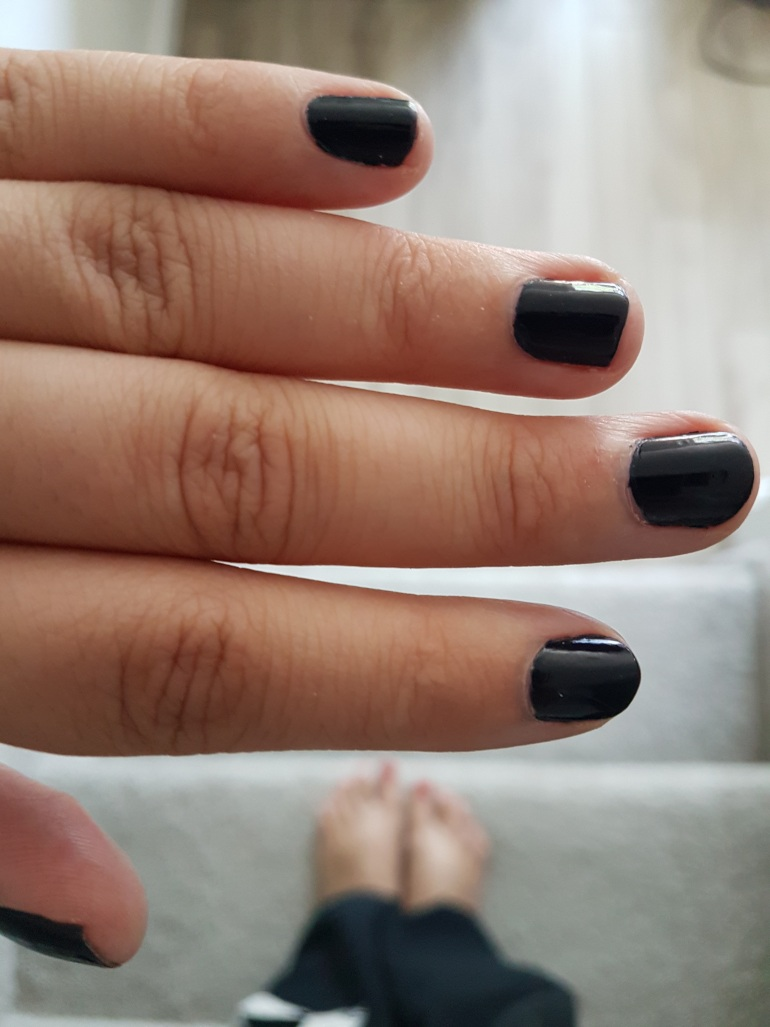 Real Girl Review- Essie Gel Couture - The Broke Girl Blog